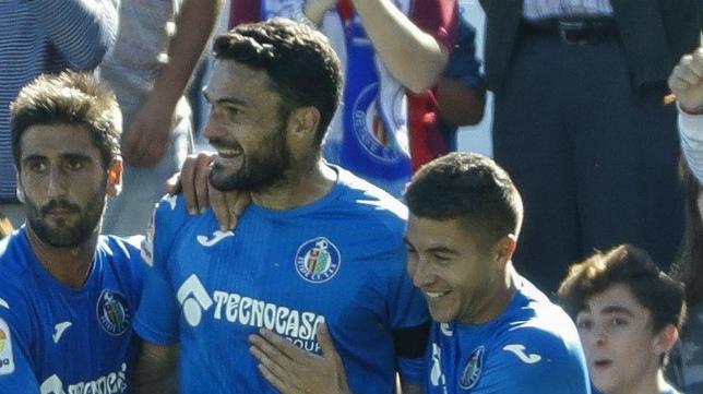 Portillo, Molina y Bergara celebran un gol con el Getafe