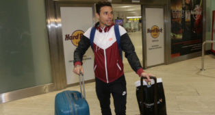 Rubén Castro, a su llegada a Sevilla tras su periplo por China (Foto: María José López)