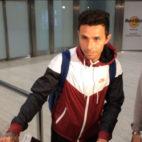 Rubén Castro, a su llegada al aeropuerto de Sevilla (F. M.)
