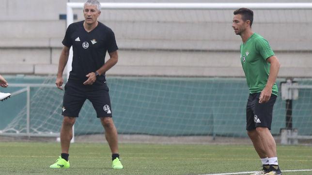 Setién y Rubén Castro, en un entrenamiento del Betis (Rocio Ruz)
