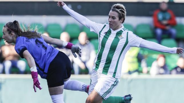 Priscila, en un lance del Real Betis-Madrid CFF