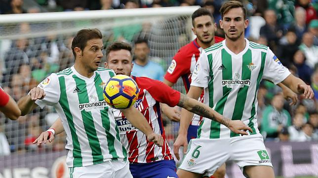 Joaquín y Fabián, durante el Betis-Atlético