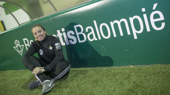María Pry, entrenadora del Real Betis Féminas, posa para ABC (Foto: María José López)