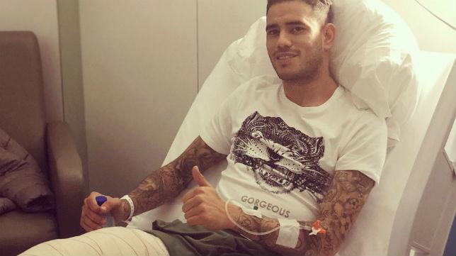 Sanabria, tras la operación de menisco realizada en Barcelona (Foto: @tonny9sanabria)
