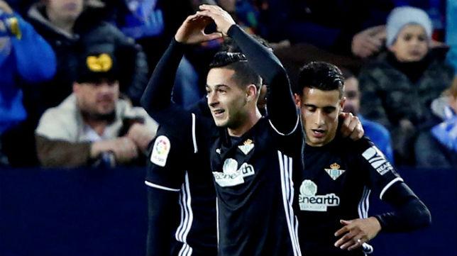 Sergio León celebra el gol que marcó en La Rosaleda (Foto: EFE)