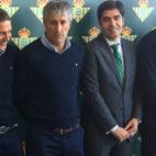 Lorenzo Serra Ferrer, Joaquín, Setién, Ángel Haro y Adán, en la comida de Navidad del Betis (J. J. Úbeda)