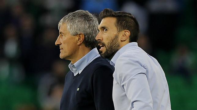 Setién y Eder Sarabia, durante el Betis-Atlético (Foto: Raúl Doblado)