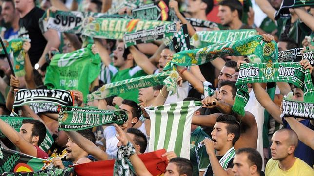 Los aficionados béticos esperan con ganas el Sevilla-Betis