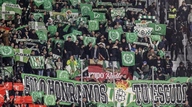 Imagen de los aficionados del Betis en el derbi del 6 de enero frente al Sevilla (Foto: EFE)