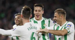 Los jugadores del Betis celebran el gol de Rubén Castro ante el Leganés