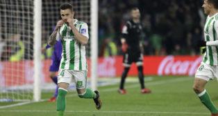 Rubén celebra su gol en el Betis-Leganés (Foto: J. M. Serrano).