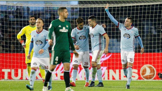 Aspas celebra uno de sus goles al Betis