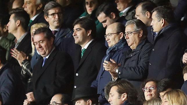 El presidente del Betis, Ángel Haro, en el palco del Ramón Sánchez-Pizjuán (Foto: EFE)