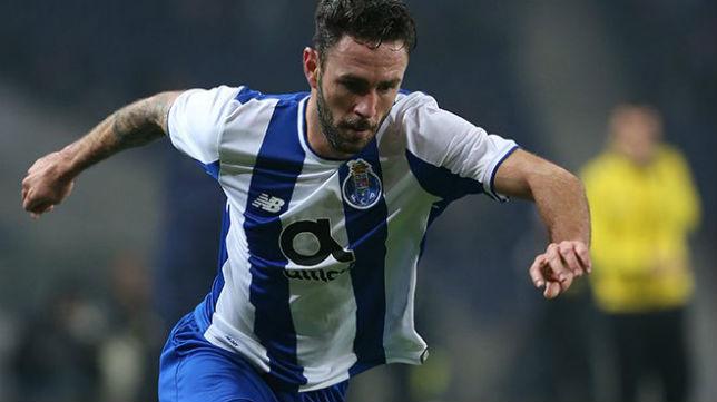 Layún, durante un partido con el Oporto (Foto: @Miguel_layun)