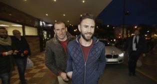 Layún y Óscar Arias, a la llegada del jugador a Sevilla (Juan Manuel Serrano)