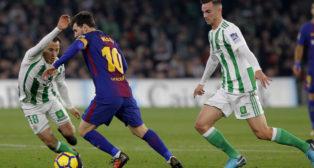 Messi, Guardado y Fabián, en el Betis-Barcelona (Raúl Doblado)