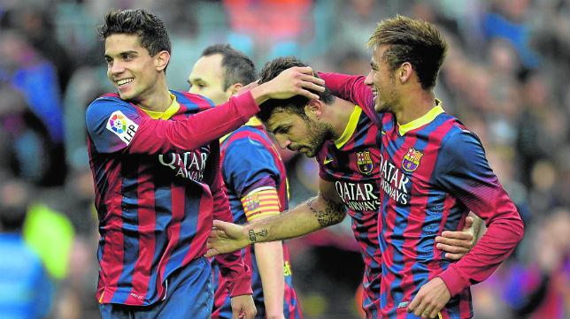 Bartra celebra con Neymar y Cesc un gol logrado por el Barcelona ante el Granada en LaLiga 13-14 (Foto: AFP)