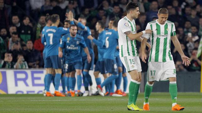Bartra y Joaquín, en el Betis-Madrid (Raúl Doblado)