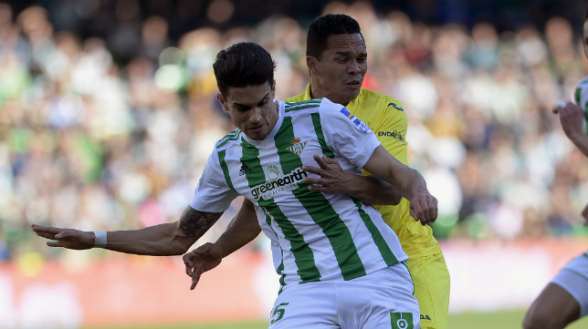 Bartra, en un lance del Betis-Villarreal