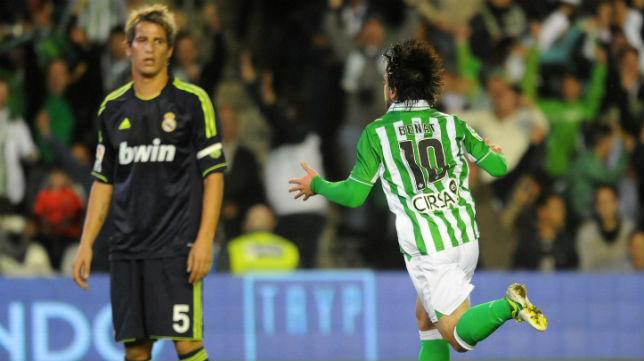 Beñat celebra el gol marcado ante el Real Madrid en 2012 (Foto: J. J. Úbeda)
