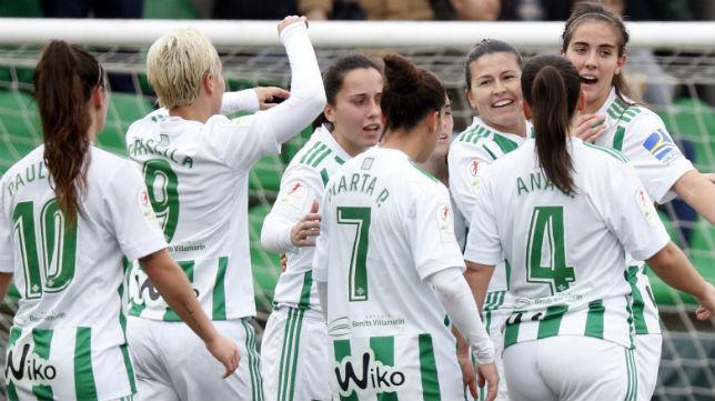 Las jugadoras de María Pry celebran uno de los goles ante el Fundación Albacete (Foto: LaLiga)