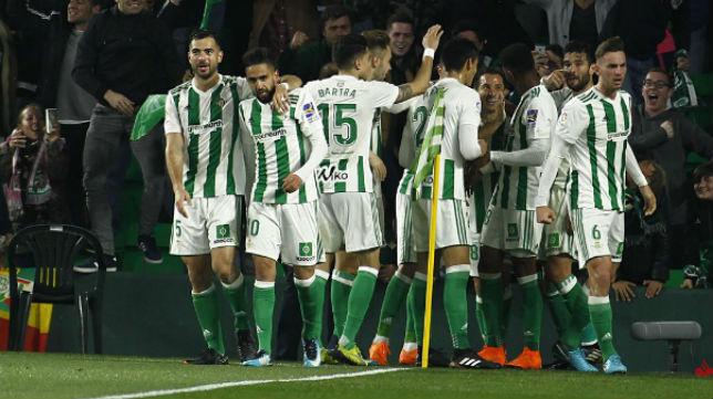 Los jugadores del Betis celebran el tanto ante el Real Madrid. Foto: LaLiga