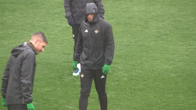 Joaquín, en un entrenamiento del Betis