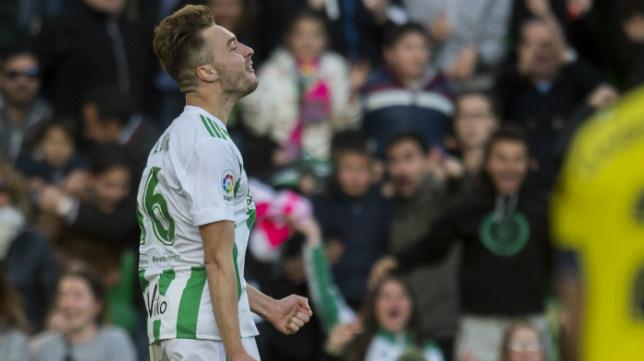 Loren celebra uno de sus goles ante el Villarreal. Foto: J. J. Úbeda
