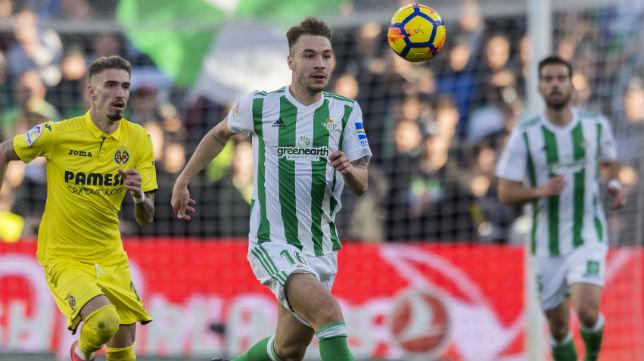 Loren corre tras un balón en el partido ante el Villarreal (Foto: J. J. Úbeda)