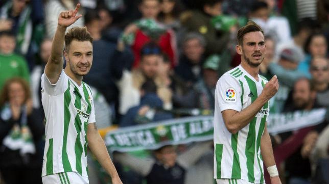 Loren celebra junto a Fabián el segundo gol anotado ante el Villarreal (Foto: J. J. Úbeda)