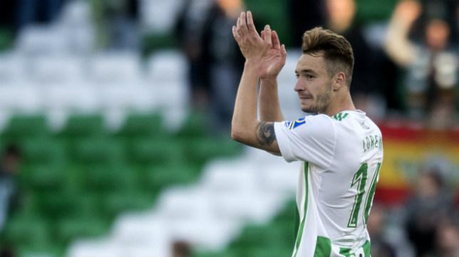 Loren aplaude a la grada en el Betis-Villarreal