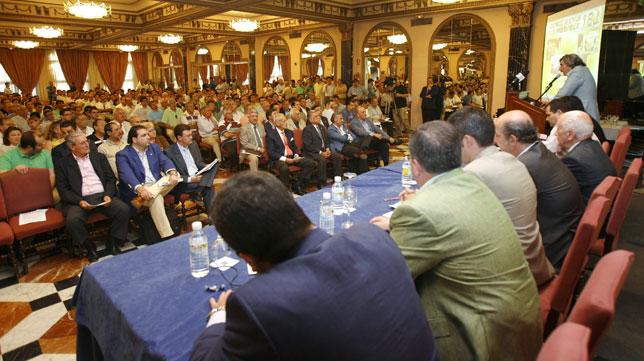 La recordada asamblea del hotel Macarena en junio de 2007 (Foto: J. M. Serrano).