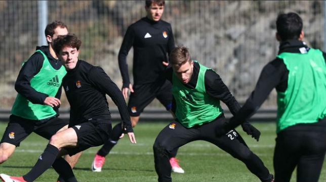 Entrenamiento de la Real Sociedad antes de viajar a Sevilla para jugar ante el Betis (Foto: RSO)