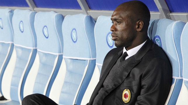 Clarence Seedorf, en su etapa como entrenador del Milan (Foto: AFP)