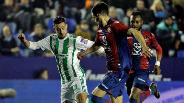 Sergio León fue el autor del segundo gol verdiblanco en el Ciutat de Valencia (Foto: EFE)