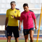 Setién, junto a Roque Mesa en un entrenamiento de la UD Las Palmas durante la pretemporada (Foto: @UDLP_Oficial)