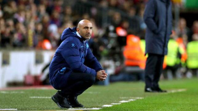 Abelardo, entrenador del Alavés, durante un partido (Foto: ABC)