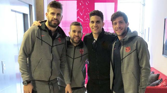 Bartra, junto a Piqué, Jordi Alba y Sergi Roberto (Foto: @MarcBartra)