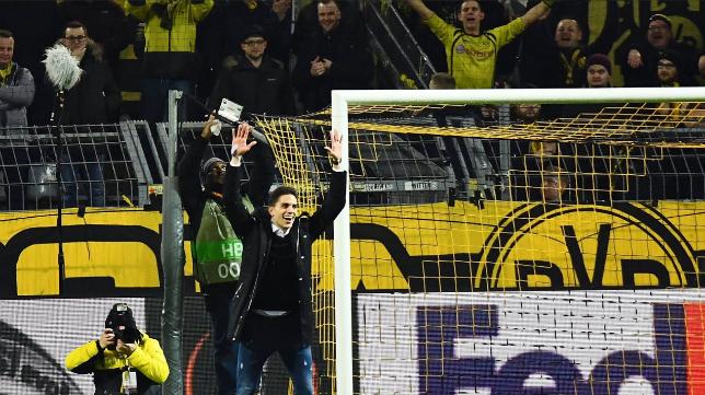 Marc Bartra, durante el homenaje que le ofrecieron en el Signal Iduna Park de Dortmund en la tarde del jueves 8 de marzo