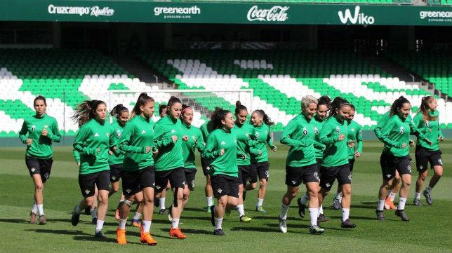 Entrenamiento del Real Betis Féminas en el Benito Villamarín (RBB)