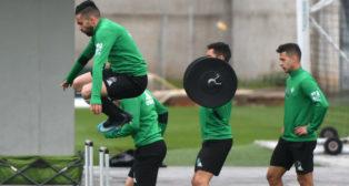Boudebouz y Sergio León, en un entrenamiento del Betis de la pasada semana (Foto: J. J. Úbeda/ABC)