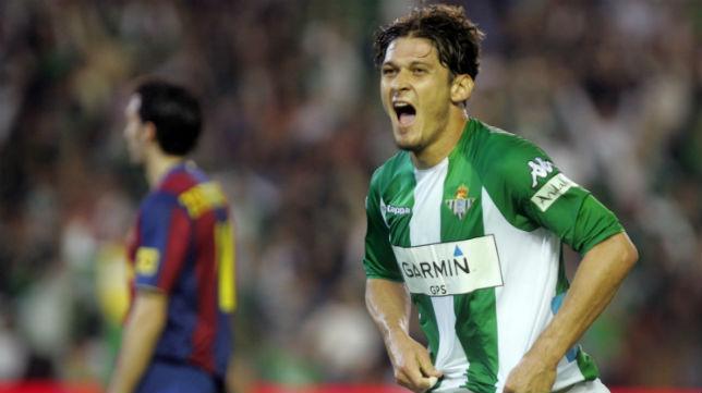 Edu celebra el tercer gol del Betis ante el Barcelona el 29 de marzo de 2008 (Foto: ABC)
