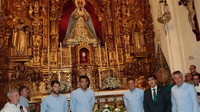 Ofrenda del Real Betis en la Hermandad de la Esperanza de Triana al inicio de la temporada 17-18 (Foto: Pepe Ortega)