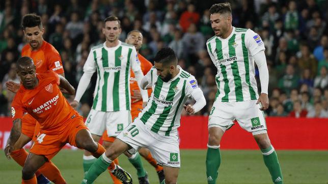 Boudebouz regatea en el partido ante el Málaga (Foto: Raúl Doblado)
