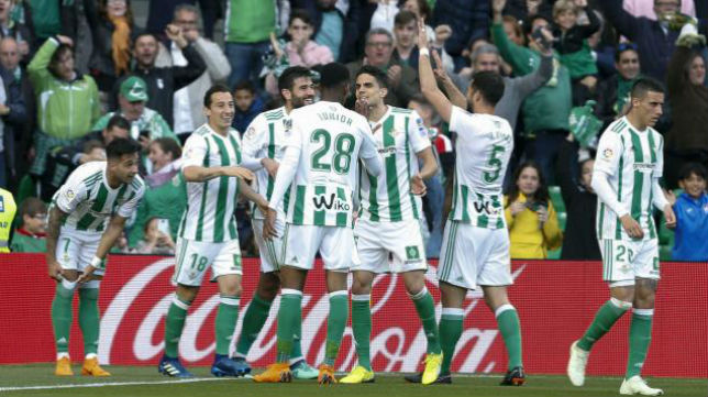 Celebración por parte de los jugadores del Betis del tanto ante el Eibar. Foto: LaLiga