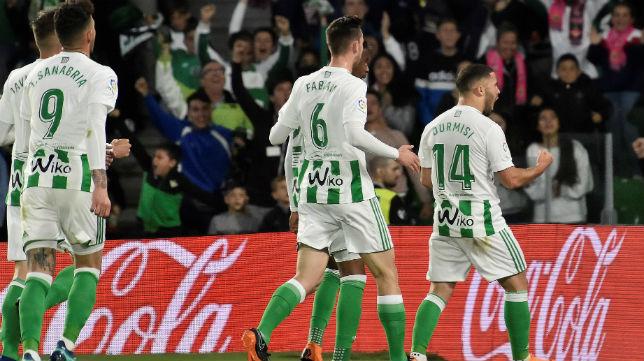 Durmisi celebra el gol anotado ante el Málaga (Foto: Raúl Doblado)