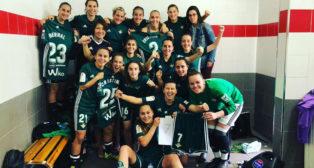 Las jugadoras béticas celebran el triunfo en Madrid (Foto: @Ana_Glez4).