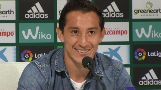 Andrés Guardado, en una rueda de prensa del Betis