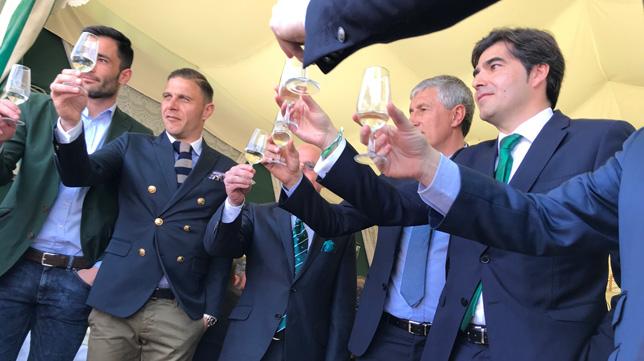 Haro, Serra, Catalán, Setién y los capitanes brindan en la Feria