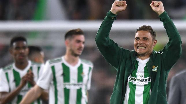 Joaquín celebra el triunfo logrado ante Las Palmas (Foto: J. J. Úbeda)